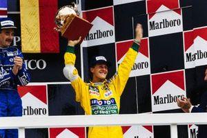 Podio: il vincitore della gara Nigel Mansell, Williams, terzo classificato Michael Schumacher, Benetton, al GP del Messico del 1992