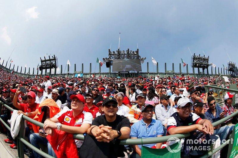 Fans en las gradas del Hermanos Rodríguez