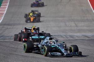Lewis Hamilton, Mercedes AMG F1 W10, Alex Albon, Red Bull Racing RB15, and Carlos Sainz Jr., McLaren MCL34