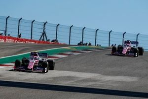 Lance Stroll, Racing Point RP19, precede Sergio Perez, Racing Point RP19