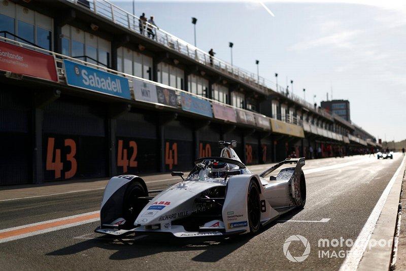 Edoardo Mortara, Venturi, EQ Silver Arrow 01 exits the pit lane