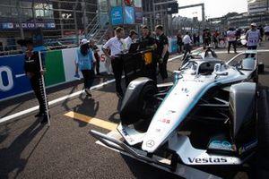 Stoffel Vandoorne's, Mercedes Benz EQ, EQ Silver Arrow 01 on the grid