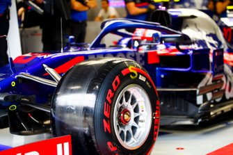 Pierre Gasly, Toro Rosso STR14 driving out of the garage