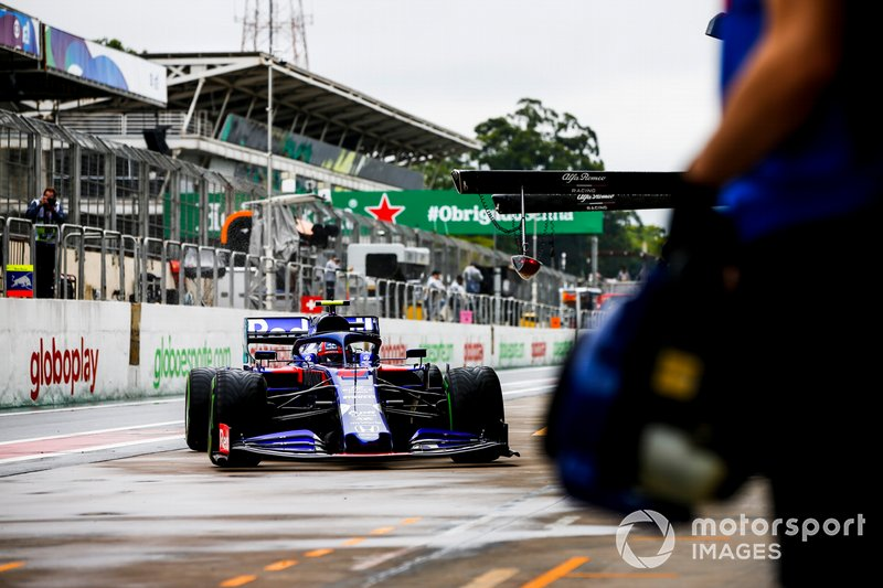 Pierre Gasly, Toro Rosso STR14, comes in to the pits during practice
