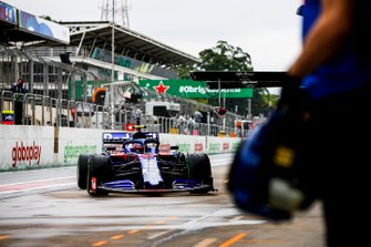 Pierre Gasly, Toro Rosso STR14, rientra ai box durante le prove