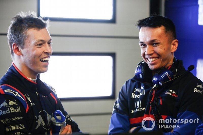 Daniil Kvyat, Toro Roso STR14 e Alexander Albon, Scuderia Toro Rosso STR14