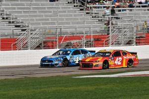 Kyle Larson, Chip Ganassi Racing, Chevrolet Camaro McDonald's, Kevin Harvick, Stewart-Haas Racing, Ford Mustang Busch Beer
