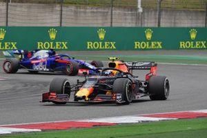 Пьер Гасли, Red Bull Racing RB15, и Даниил Квят, Scuderia Toro Rosso STR14