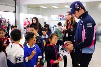 Lance Stroll, Racing Point , firma autografi ai grid kid