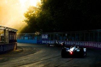Alexander Sims, BMW I Andretti Motorsports, BMW iFE.18 follows Jose Maria Lopez, GEOX Dragon Racing, Penske EV-3