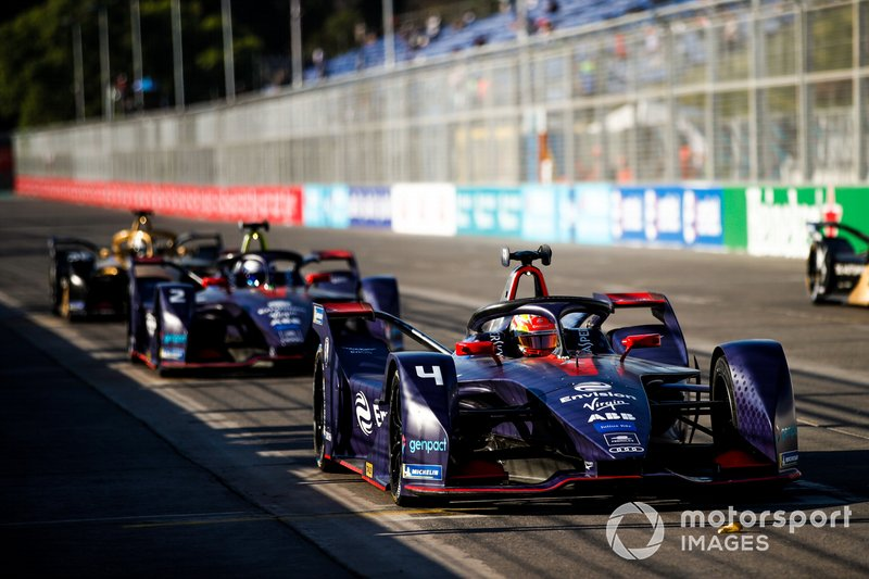 Robin Frijns, Envision Virgin Racing, Audi e-tron FE05, practices a start in front of Sam Bird, Envision Virgin Racing, Audi e-tron FE05