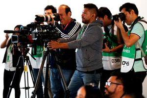 Media in conferenza stampa