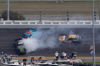 Crash of Kurt Busch, Chip Ganassi Racing Chevrolet, Darrell Wallace Jr., Richard Petty Motorsports Chevrolet