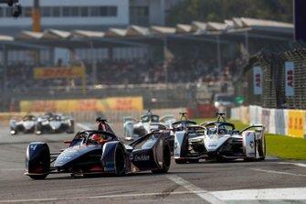 Robin Frijns, Envision Virgin Racing, Audi e-tron FE05 Jose Maria Lopez, Dragon Racing, Penske EV-3, beide in attack mode