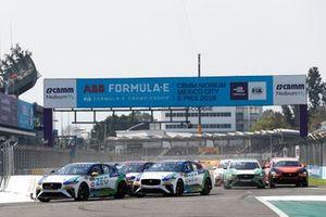 Cacá Bueno, Jaguar Brazil Racing Sérgio Jimenez, Jaguar Brazil Racing, Stefan Rzadzinski, TWR TECHEETAH at the start