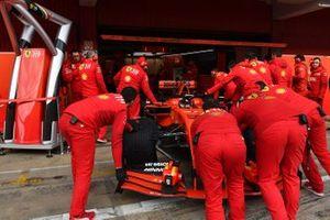 Ferrari monteurs en Sebastian Vettel, Ferrari SF90