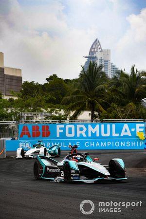 Mitch Evans, Panasonic Jaguar Racing, Jaguar I-Type 3, with an advertising banner stuck to his car, Tom Dillmann, NIO Formula E Team, NIO Sport 004