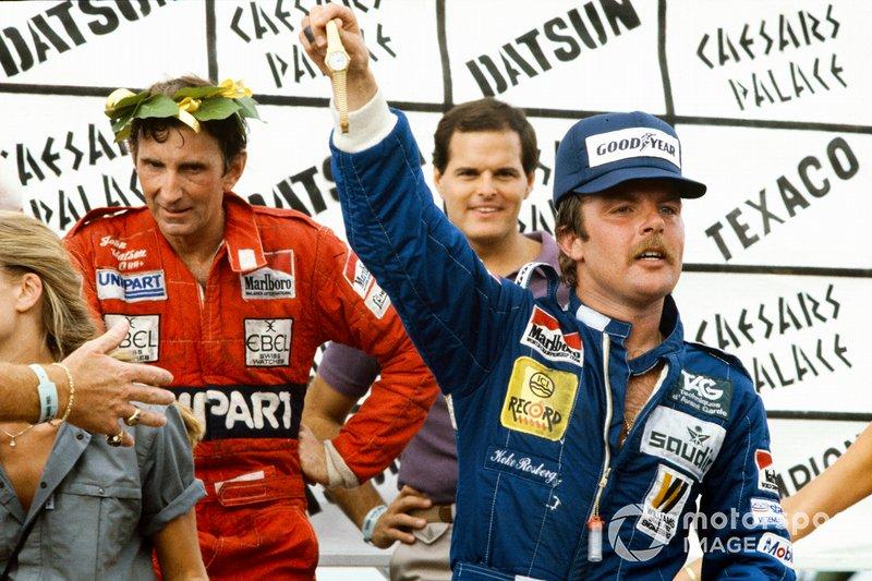 Keke Rosberg sur le podium avec John Watson