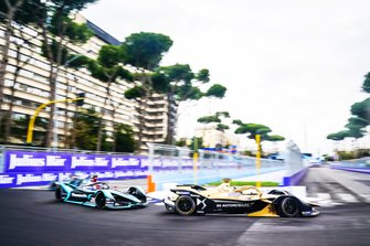 Андре Лоттерер, DS Techeetah Formula E Team, DS E-Tense FE 19, и Митч Эванс, Jaguar Racing, Jaguar I-Type 3