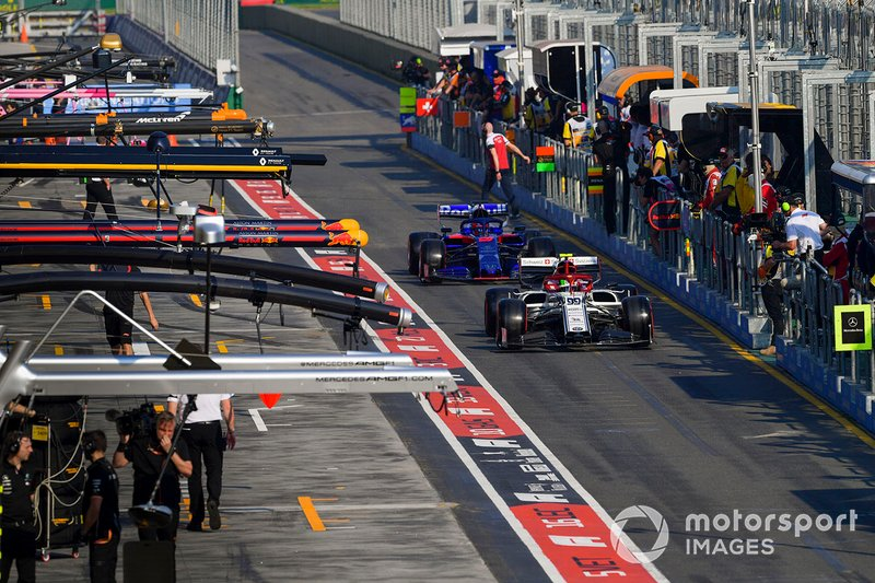 Antonio Giovinazzi, Alfa Romeo Racing C38, leads Daniil Kvyat, Toro Rosso STR14, in the pit lane