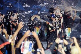 Podium : #8 Toyota Gazoo Racing Toyota TS050: Sébastien Buemi, Kazuki Nakajima, Fernando Alonso