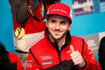 Daniel Abt, Audi Sport ABT Schaeffler gives a thumbs up at the autograph session