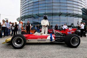 Damon Hill met de Lotus 49 van vader Graham Hill