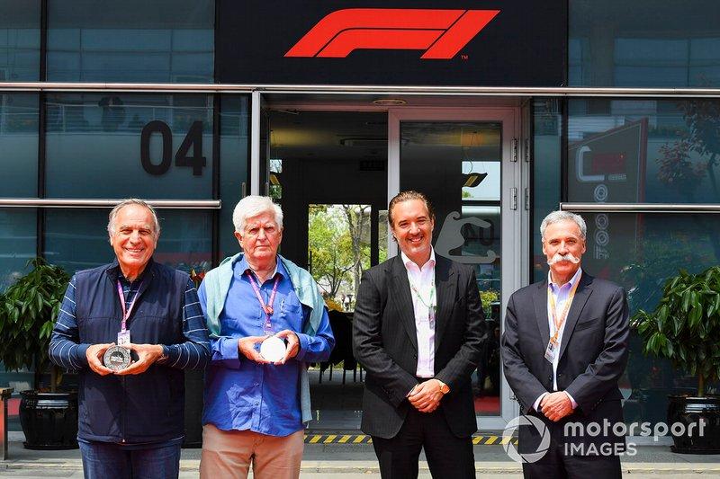 Giorgio Piola, Roger Benoit, Marin Aleksov, CEO, Rosland Capital F1 1000. yarış sikkesini tanıtıyor