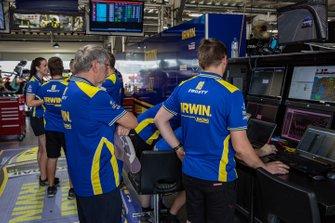 Team 18 garaj atmosfer