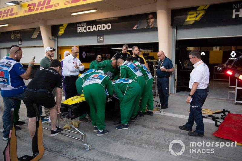 Тренування евакуації гонщика із кокпіта боліда