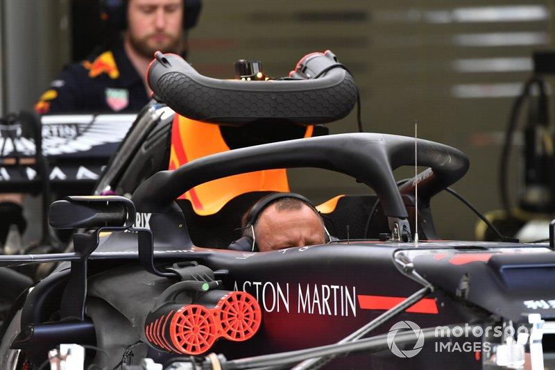 Red Bull Racing mekanikeri ve Red Bull Racing RB15