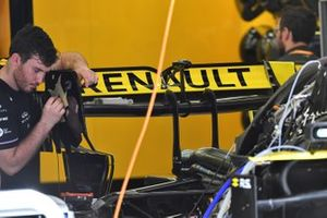 Renault R.S.19 rear wing