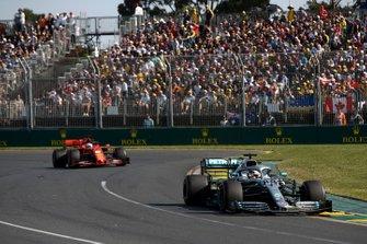 Lewis Hamilton, Mercedes AMG F1 W10, lidera a Sebastian Vettel, Ferrari SF90