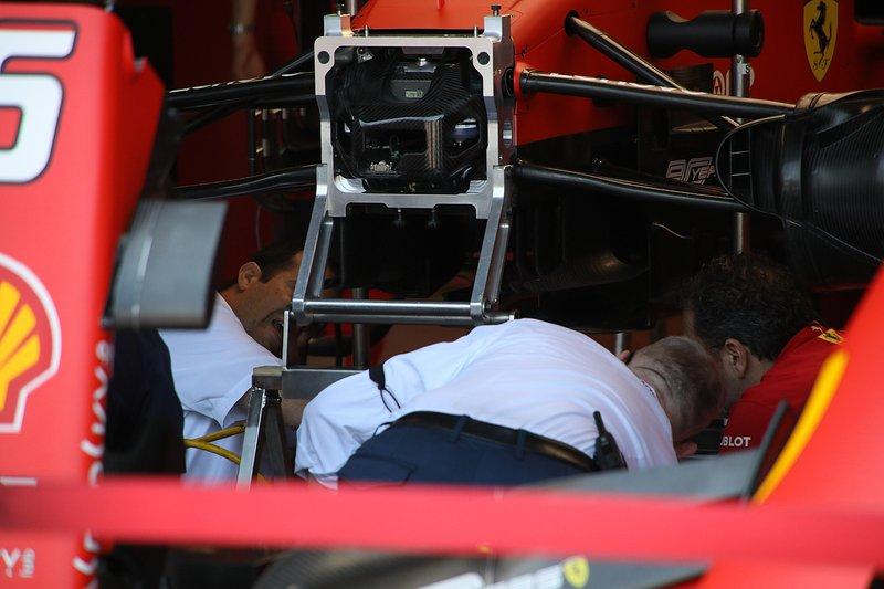 Ferrari SF90, dettaglio della sospensione anteriore