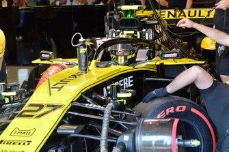 Nico Hulkenberg, Renault F1 Team R.S. 19, dans le garage