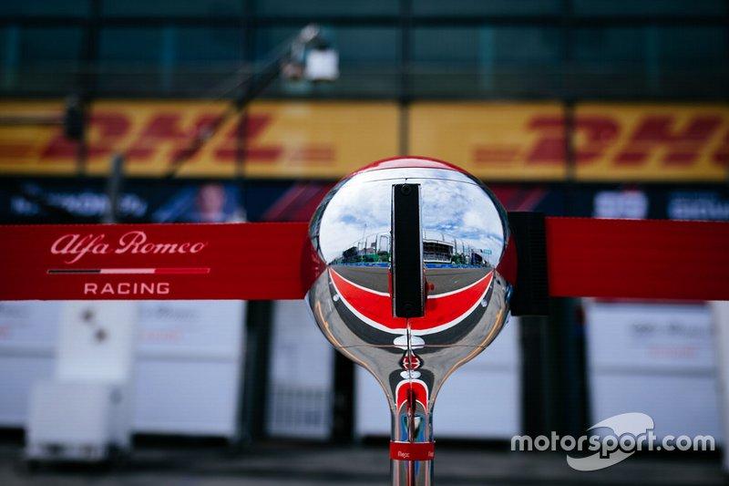 Alfa Romeo Racing pitlane