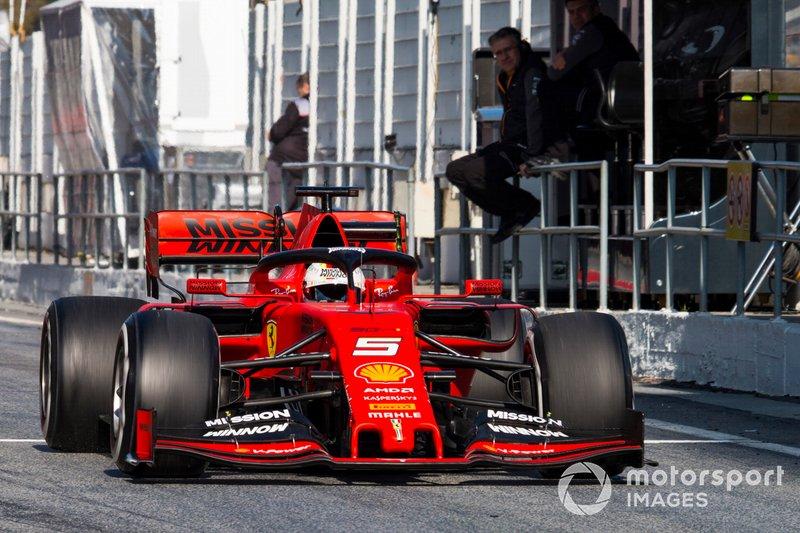 Sebastian Vettel, Ferrari SF90, supera il muretto box McLaren e Pat Fry