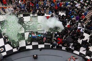 Победители Ренгер ван дер Занде, Джордан Тейлор, Фернандо Алонсо и Камуи Кобаяши, Konica Minolta Cadillac