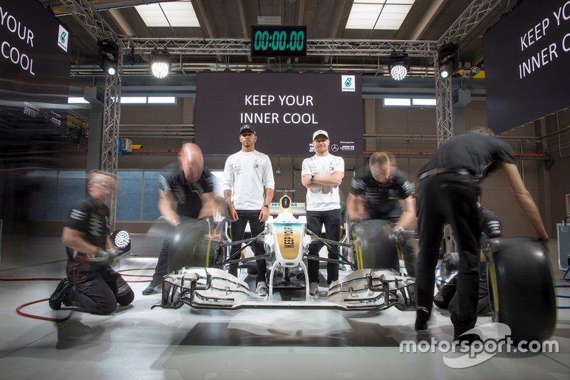 Lewis Hamilton and Valtteri Bottas, Mercedes-AMG Petronas Motorsport, alla presentazione dei lubrificanti Petronas Syntium Hybrid Performance