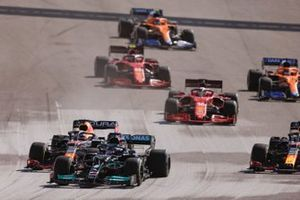 Lewis Hamilton, Mercedes W12, Max Verstappen, Red Bull Racing RB16B, Sergio Perez, Red Bull Racing RB16B, Charles Leclerc, Ferrari SF21, and the rest of the field on the opening lap