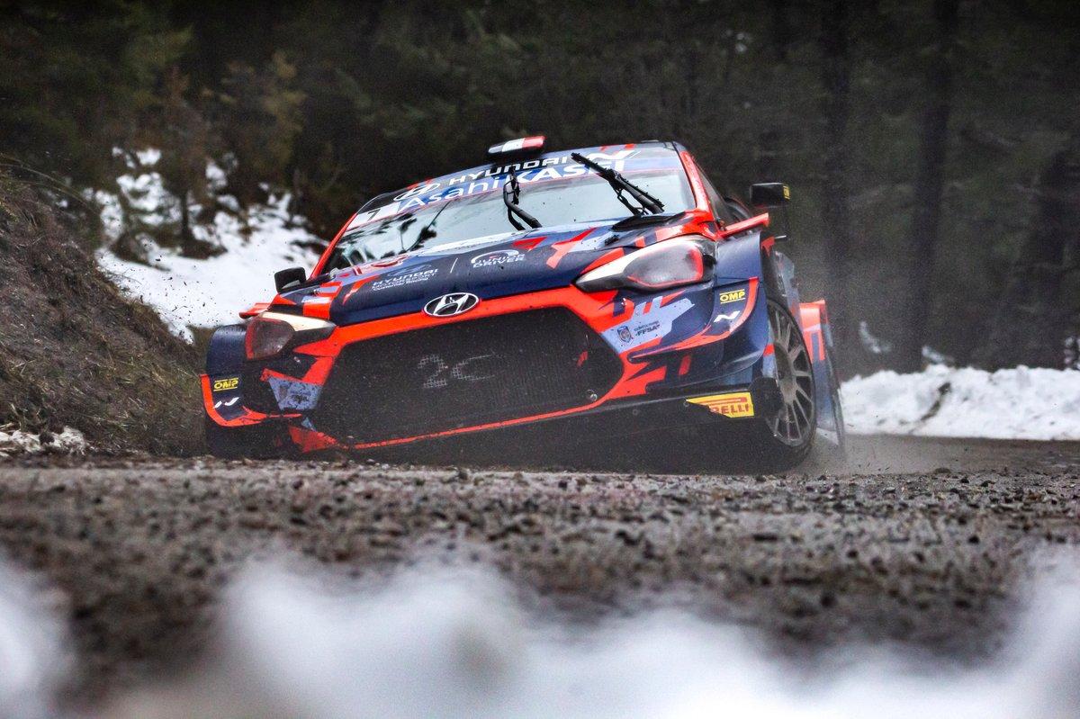 Pierre-Louis Loubet, Vincent Landais, Hyundai 2c Competition Hyundai i20 Coupe WRC, mengalami kecelakaan yang membuat bagian depan mobilnya rusak.