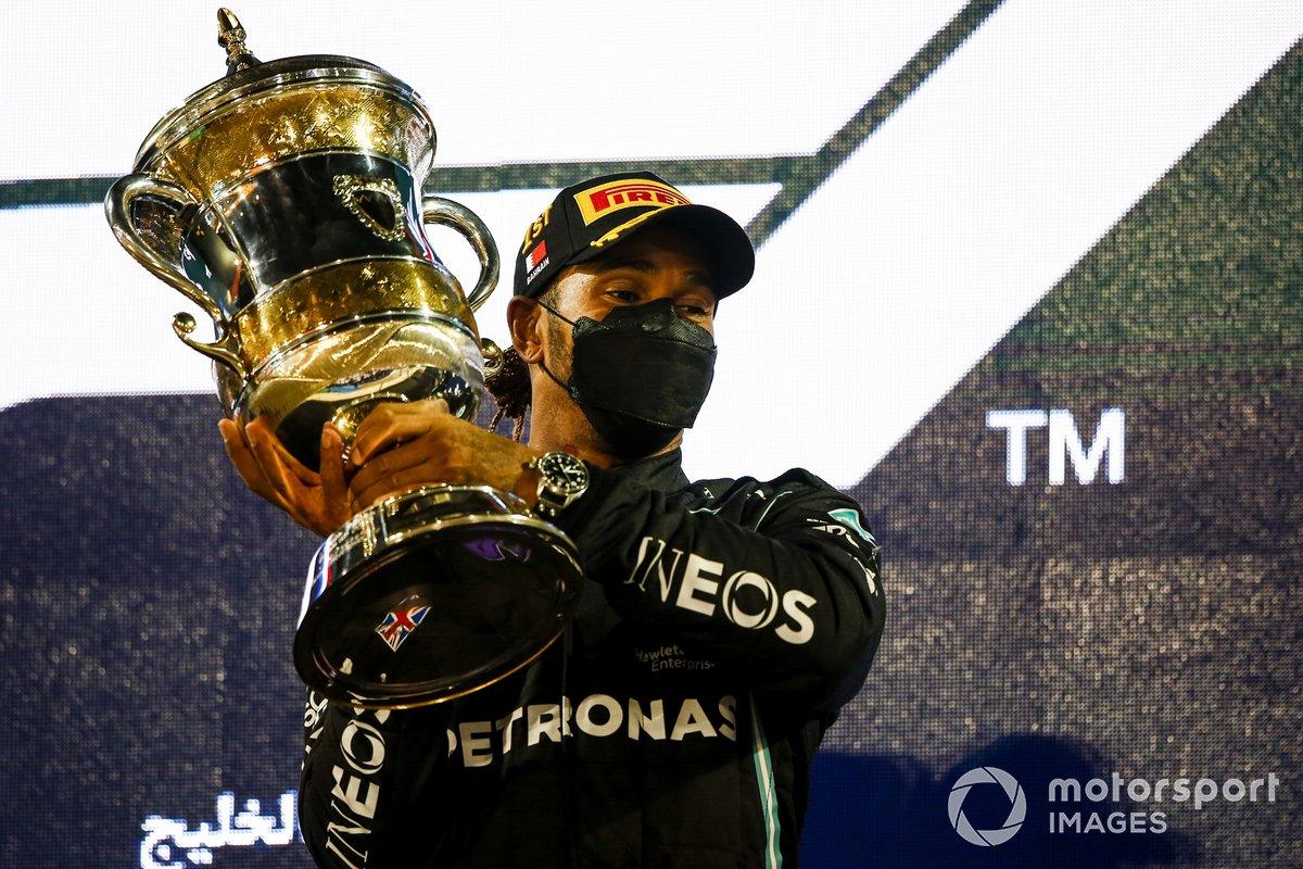 Lewis Hamilton, Mercedes, 1° posto, sul podio