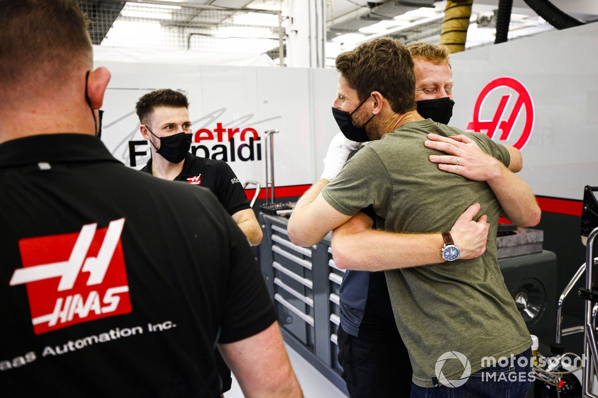 Romain Grosjean, Haas F1 retuns to the garage after his crash