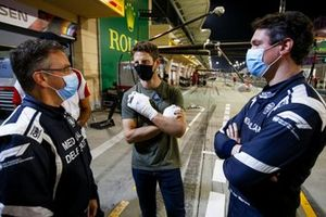 Romain Grosjean, Haas F1 retrouve Doctor Ian Robert et le pilote de la voiture médicale Alan van der Merwe qui l'ont aidés à sortir de sa monoplace lors de son crash
