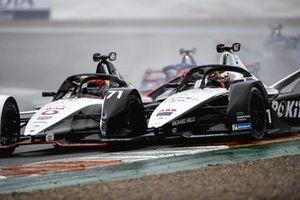 Pascal Wehrlein, Porsche, Porsche 99X Electric, e Norman Nato, Venturi Racing, Silver Arrow 02