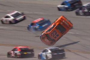 Joey Logano, Team Penske, Ford Mustang crash