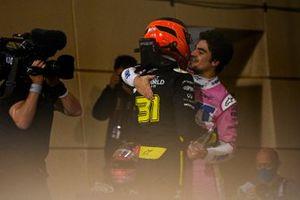 Le deuxième Esteban Ocon, Renault F1, et le troisième Lance Stroll, Racing Point, dans le parc fermé