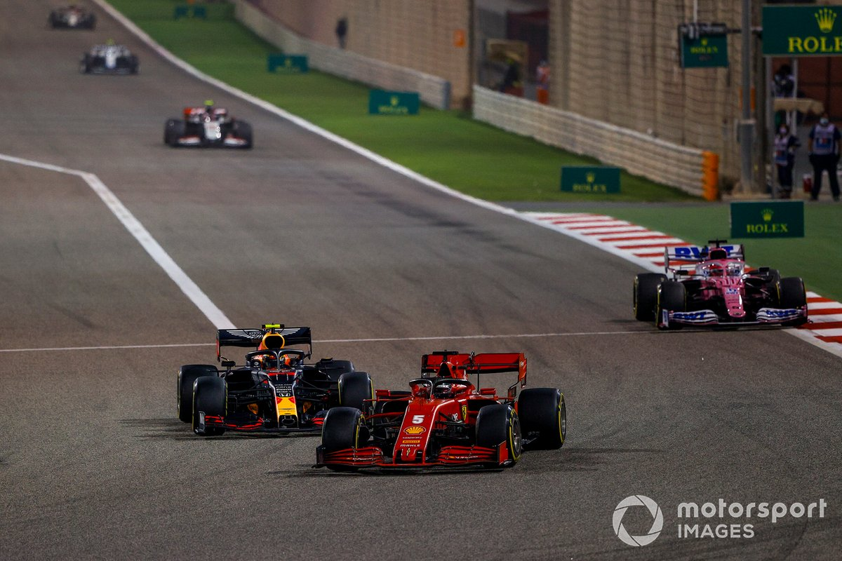 Sebastian Vettel, Ferrari SF1000, Alex Albon, Red Bull Racing RB16, e Sergio Perez, Racing Point RP20