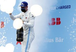 Stoffel Vandoorne, Mercedes-Benz EQ, 1st position, sprays the victory Champagne
