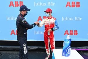 Alexander Sims, Mahindra Racing, congratulates Nick Cassidy, Envision Virgin Racing, on securing pole